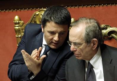 Il premier Matteo Renzi e il ministro dell'Economia Pier Carlo Padoan (ANSA)