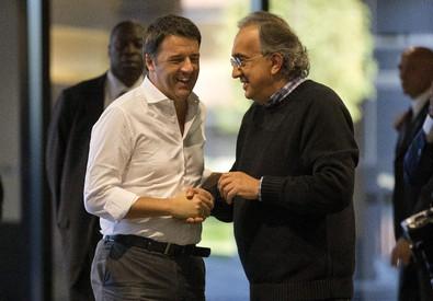 Il premier Matteo Renzi nel quartier generale di Chrysler ad Auburn Hills con l'amministratore delegato di Fiat e Chrysler, Sergio Marchionne (ANSA)
