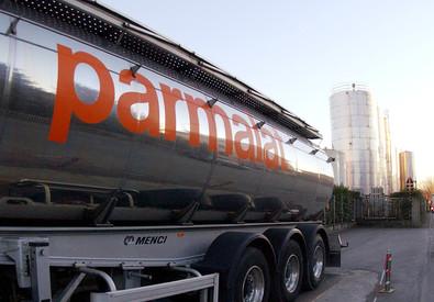 Una foto d'archivio di un'autobotte della Parmalat (ANSA)