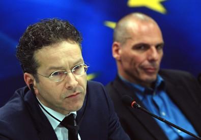 Il presidente dell'Eurogruppo, Jeroen Dijsselbloem (s), e il ministro greco delle Finanze, Yanis Varoufakis. (Archivio) (ANSA)