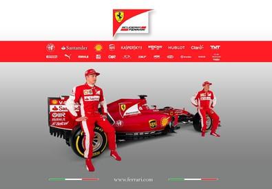 I due piloti della Ferrari, il finlandese Kimi Raikkonen (sinistra) e il tedesco Sebastian Vettel (destra) accanto alla nuova Ferrari SF15-T svelata online sul sito della scuderia (ANSA)