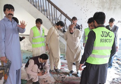 Attentato anti-sciiti in Pakistan, decine di morti (ANSA)