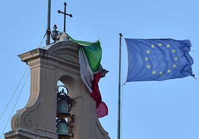 Si strappa bandiera tricolore del Qurinale durante terza votazione foto Ettore Ferrari (ANSA)