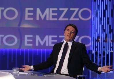 Il presidente del Consiglio Matteo Renzi ospite della trasmissione tv Otto e Mezzo. Foto di Alessandro Di Meo (ANSA)