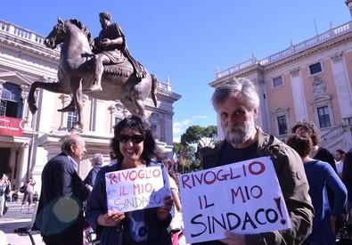 supporter di Ignazio Marino in Campidoglio (ANSA)
