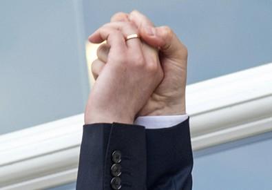 Il matrimnio del primo ministro lussemburghese con il suo compagno in una foto d'archivio (ANSA)