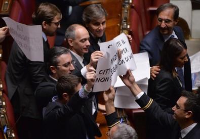 La protesta della Lega in Aula (ANSA)
