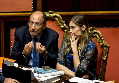 Maria Elena Boschi con Renato Schifani ieri in Aula (ANSA)