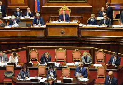 Il tavolo del governo durante le votazioni sugli emendamenti della Riforma Costituzionale (ANSA)