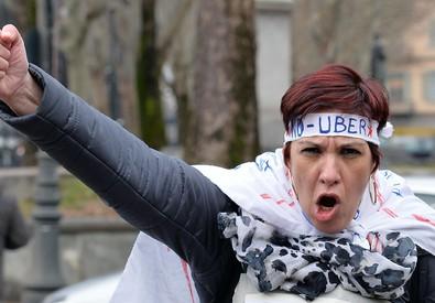 Corteo durante lo sciopero nazionale dei taxisti a Torino nel febbraio scorso (ANSA)