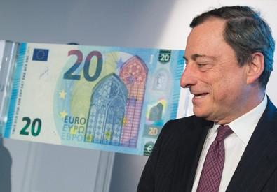Mario Draghi presenta i nuovi 20 euro (ANSA)
