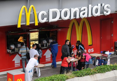 McDonald's cambia ingredienti menù, addio pollo antibiotici (ANSA)