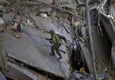 Kiev avvia il ritiro delle armi pesanti (ANSA)