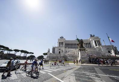 Investito e ucciso a Roma da bus che prosegue corsa (ANSA)