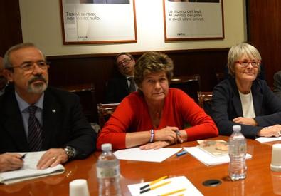 Il segretario generale aggiunto della Uil, Carmelo Barbagallo, il segretario generale  della Cgil, Susanna Camusso, il segretario della Cisl Annamaria Furlan (ANSA)