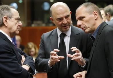Pier Carlo Padoan, Pierre Moscovici e Yanis Varoufakis all'Ecofin (ANSA)