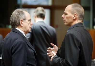 Ministro dell'Economia, Padoan, e il ministro delle Finanze  Varoufakis (archivio) (ANSA)