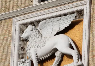 Un particolare della sede di Assicurazioni Generali a piazza Venezia a Roma (ANSA)