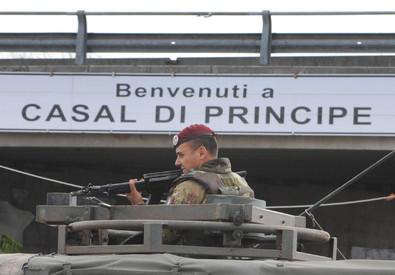 Un militare a Casal di Principe (ANSA)