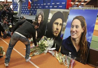 Omaggio a Parigi per le vittime della strage del Reality (ANSA)