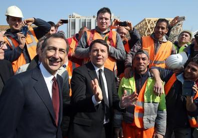Matteo Renzi visita Expo con l'ad Giuseppe Sala (ANSA)