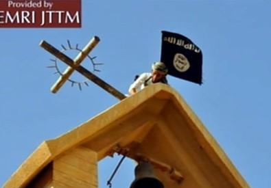 La bandiera dell'Isis sostituita alla croce in una chiesa in Iraq (ANSA)