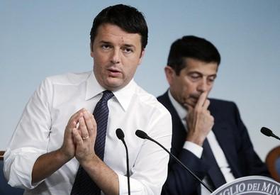 Il presidente del Consiglio, Matteo Renzi, con Maurizio Lupi (ANSA)