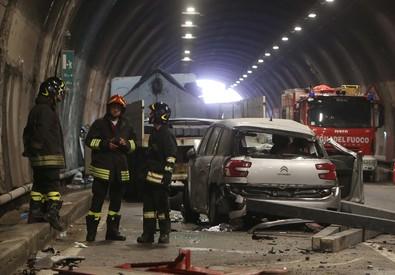 Camion perde carico: due morti nel Bresciano, grave bimbo (ANSA)