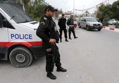 Polizia a Tunisi (ANSA)