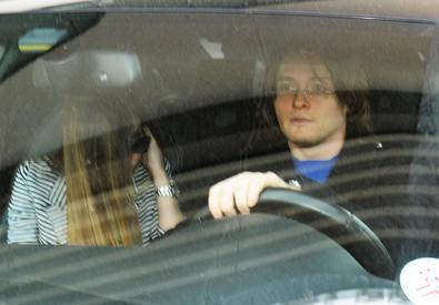 Raffaele Sollecito a Bari lascia l' hotel in compagnia della fidanzata Greta  (foto del 28 marzo) (ANSA)