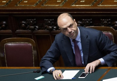 Il ministro Angelino Alfano in Aula in una foto d'archivio (ANSA)