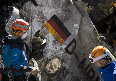 I rottami dell'Airbus A320 (ANSA)