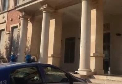 Crolla il soffitto, feriti due bimbi a scuola (ANSA)