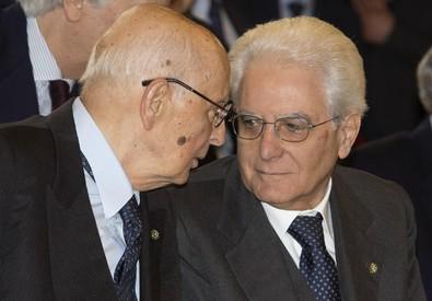 Il presidente emerito Giorgio Napolitano (s) e il presidente della Repubblica, Sergio Mattarella,  durante il convegno (ANSA)