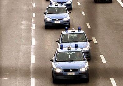 Auto della polizia (ANSA)
