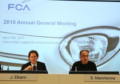 Il presidente di FCA, John Elkann, e l'ad Sergio Marchionne (ANSA)