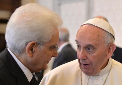 Il presidente della Repubblica Sergio Mattarella con Papa Francesco (ANSA)