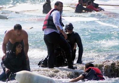 Naufragio a Rodi, 200 a bordo, si temono molte vittime (ANSA)