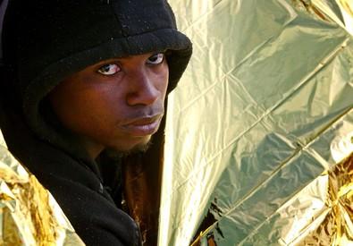 Un migrante tratto in salvo al largo delle coste libiche il 22 aprile scorso (ANSA)