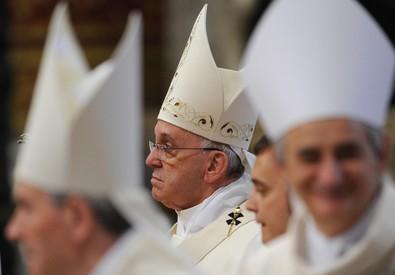 Papa Francesco, durante la Santa Messa nella Basilica di San Pietro (ANSA)