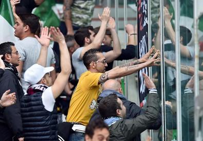 Calcio: derby Mole; feriti non gravi, solo uno ricoverato (ANSA)