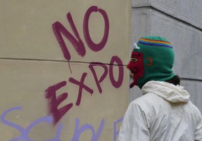 Un momento del corteo No Expo (ANSA)