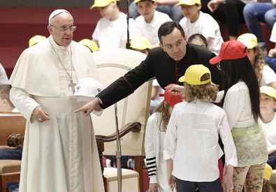 Papa incontra i bambini (ANSA)