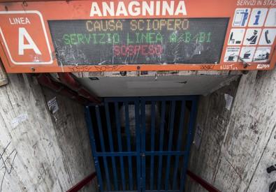 Sciopero Usb, venerdì nero per bus e metro (ANSA)
