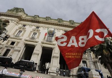 Il presidio dei Cobas davanti al MIUR a Roma il 5 maggio 2015 (ANSA)