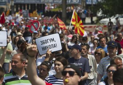Macedonia: migliaia in piazza a Skopje contro il governo (ANSA)