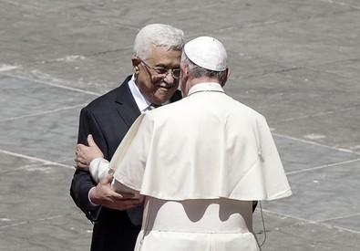 Il Papa e Abu Mazen (ANSA)