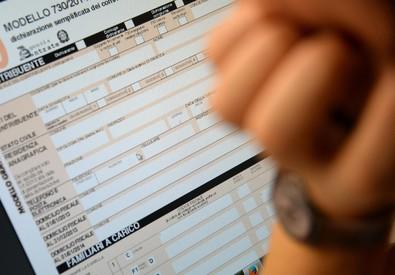 Il modello 730 per la denuncia dei redditi (ANSA)