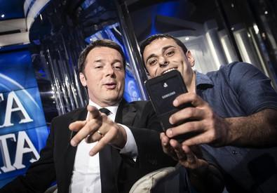 Matteo Renzi, un selfie a Porta a Porta (ANSA)