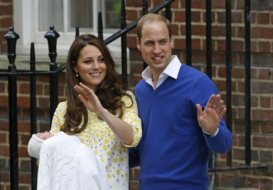 La royal girl è uscita dalla clinica con la mamma Kate e il papa' William (ANSA)
